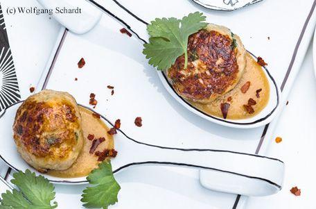 Hendl-Koriander-Bällchen mit Erdnussdip