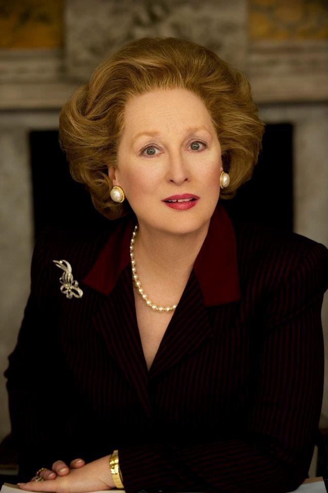 """Meryl Streep (La dama de hierro (2011) -¿Qué tengo la """"obligación de sentir""""? La gente ya no """"piensa""""... Ellos """"sienten"""". """"¿Cómo se siente?"""", """"Oh, no me siento cómodo"""", """"Oh, lo siento mucho pero nosotros sí sentimos"""". ¿Sabía que uno de los grandes problemas de nuestra era es que somos gobernados por gente a la que le importan más los sentimientos que los pensamientos y las ideas? Los pensamientos y las ideas. Eso me interesa."""