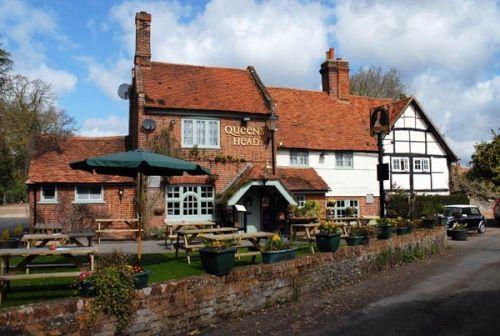 The Queens Head pub at Little Marlow, Buckinghamshire.