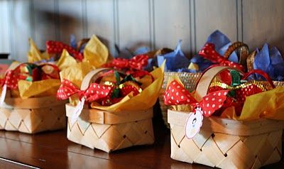 snow white favor baskets