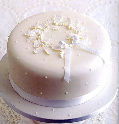 chhristmas cake - I think this is what I may do this year - beautiful & simple!