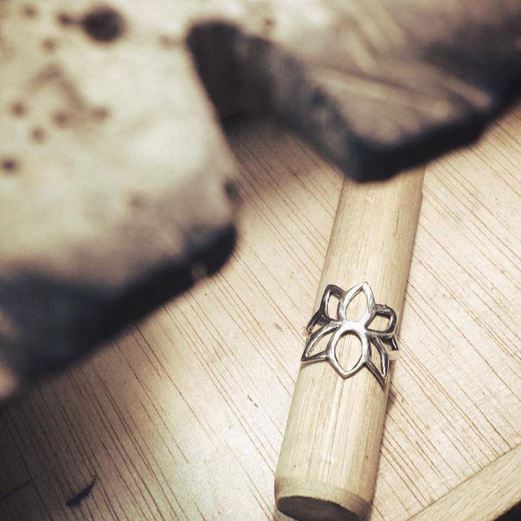 Flor de loto en plata.