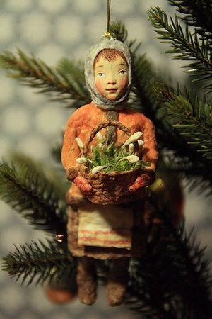 Винтажная ватная елочная игрушка Девочка с корзиной подснежников. Автор 500 эскимо