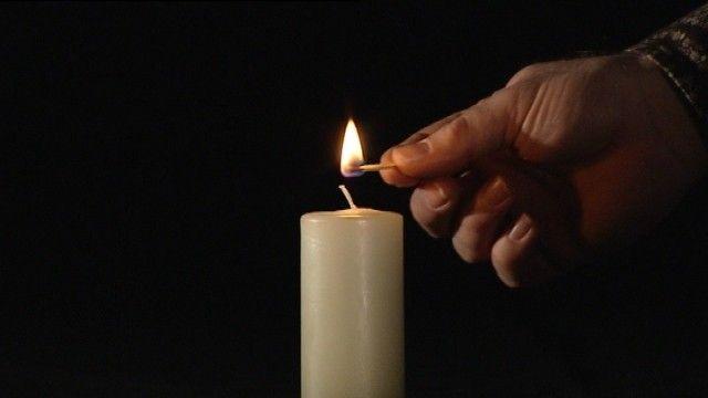 Kaarsen, hoe worden ze gemaakt?  We verbruiken er jaarlijks tientallen, met feestdagen en verjaardagen of gewoon 's avonds als het donker wordt. Maar hoe worden kaarsen gemaakt?