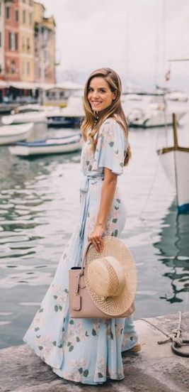 Incredibly summer dresses. Ideas for what to pack for vacation #floralprintmaxidress