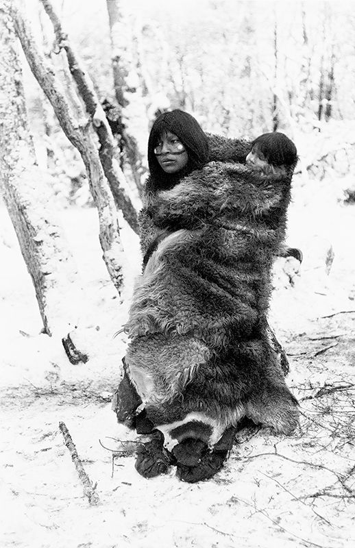 Fotografía del libro Hain, Ceremonia de iniciación de los Selk'nam de Tierra del Fuego. Pehuén Editores http://pehuen.cl/catalogo/pueblos-de-america/hain.html