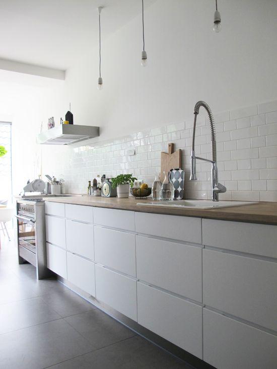 I like how the wooden worktop softens the modern sleek white doors & drawers.