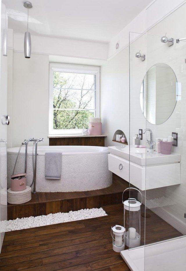 kleines bad einrichten ideen weiß rosa akzente holzboden glasduche badewanne