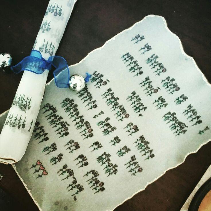 Invitaciones de #Tinkerbell hechas en pergaminos y cascabeles.