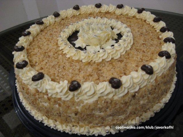 Iako je torta posna, veoma je ukusna i sočna