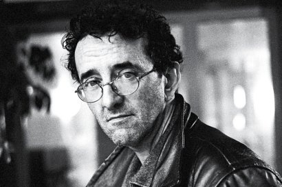 """Roberto Bolano fue un novelista chileno , cuentista , poeta y ensayista . En 1999 , Bolaño ganó el Premio Rómulo Gallegos por su novela Los detectives salvajes y en 2008 se le concedió a título póstumo el National Book Critics Circle Award para la ficción por su novela 2666 , que fue descrito por el miembro de la junta Marcela Valdés como una """"obra tan rica y deslumbrante que seguramente atraer a los lectores y estudiosos de las edades """""""