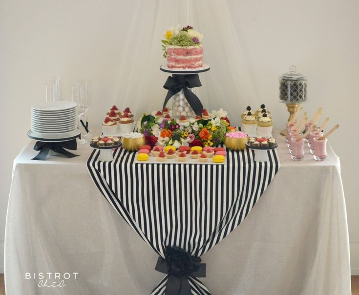 STRIPES AND FLOWERS DESSERT TABLE