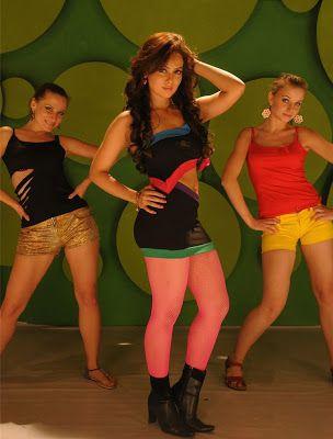 ACTRESSMAIL: Actress Sana Khan Exposing Thunder Thighs, Hot Cle...
