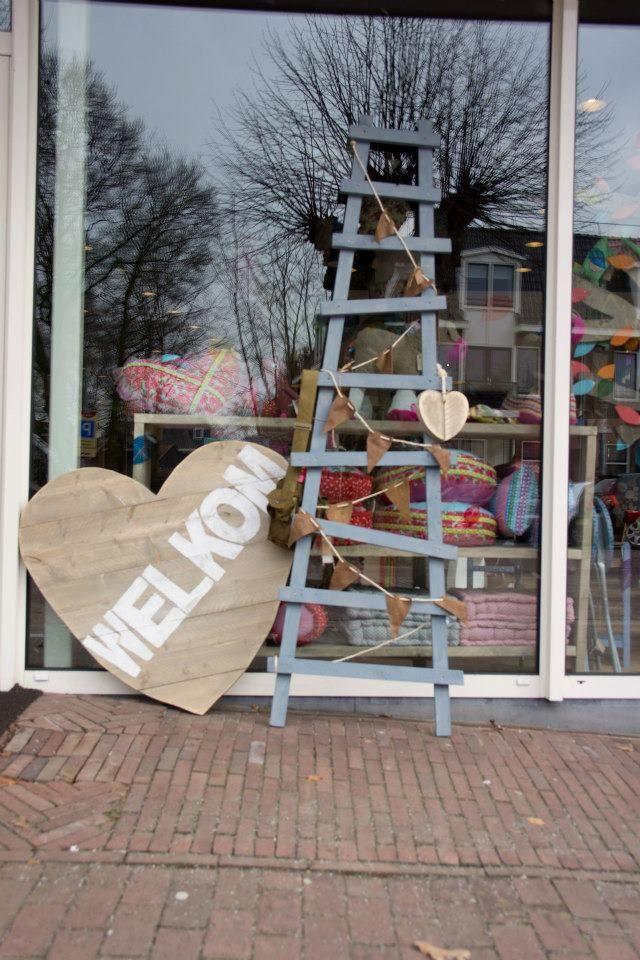 Bikkel Wonen, Sloophout ladder en mega groot steigerhouten hart, bij Zoethout Hattem