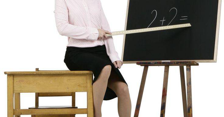 ¿Qué son las fracciones equivalentes y no equivalentes?. Una fracción es un término matemático que representa la división de un todo en partes. Contiene un numerador y un denominador. El numerador es el número que va encima de la fracción y representa el número de partes; el denominador es el número inferior y representa el número total de partes. Cuando se comparan dos fracciones, pueden ser ...