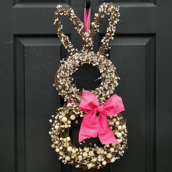 Creative Easter Bunny Wreath - Perfect idea if you're hosting an Easter-themed birthday party or egg hunt!