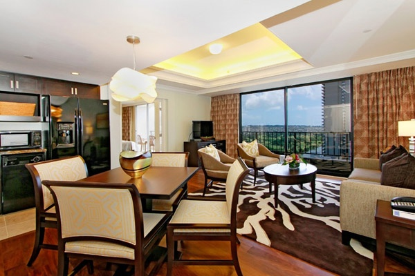 Your perfect Hawaiian resort vacation will be realized at the Royal Garden at Waikiki where your family stay, your group getaway or your couples retreat time is designed with exceptional quality in mind.