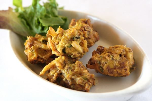 Small Vegetable Pakora | Sliced fresh veggies mixed with gram bean flour and savory herbs, shaped into round cakes.