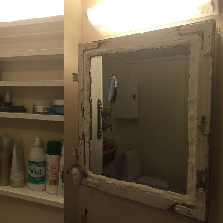 """Nytt"" speil skap på badet"