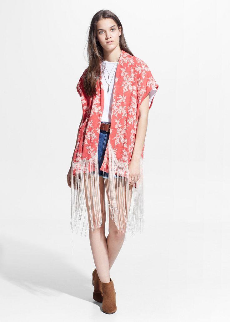 Benieuwd welk kledingstuk deze lente/zomer niet mag ontbreken in jouw garderobe? Het begint met een k en eindigt op imono: juist ja, de kimono! De kimonois helemaal hot deze zomer. De losse mantel met wijde mouwen mixt zich perfect met alle looks: boho, casual, rock of etnisch chique. Of je hem nu over je bikini…