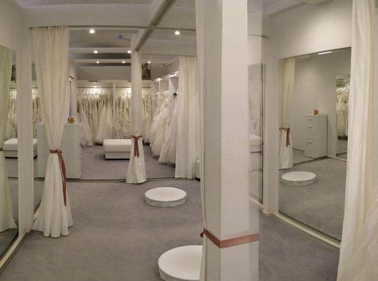 A La Mariée Budapest esküvői ruhaszalon Magyarország legexkluzívabb esküvői ruhaszalonja óriási választékkal! Prémium kategóriájú esküvői ruhák, kiegészítők és koszorúslányruhák  www.lamariee.hu