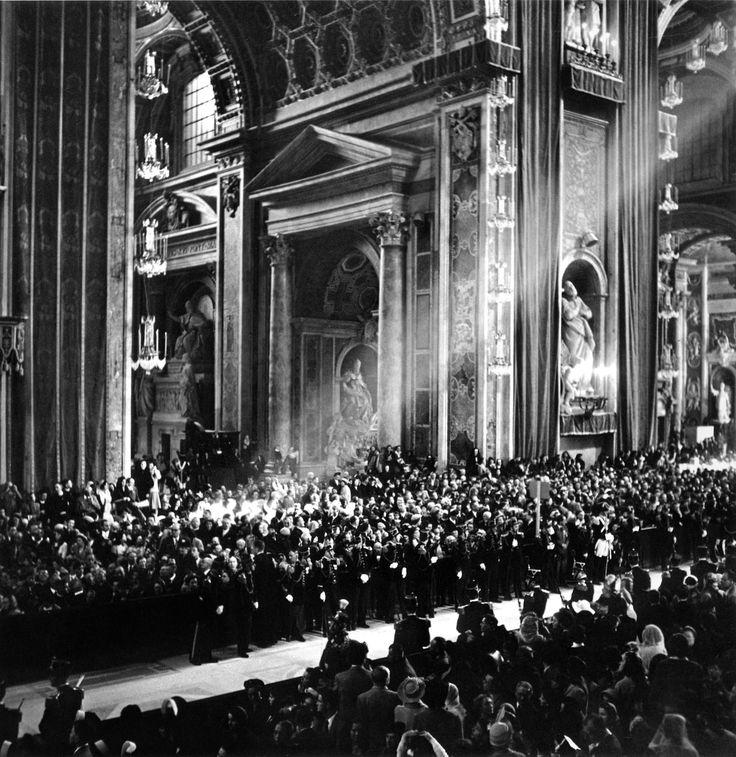 Ernst Haas: Vatican City, Rome, 1950