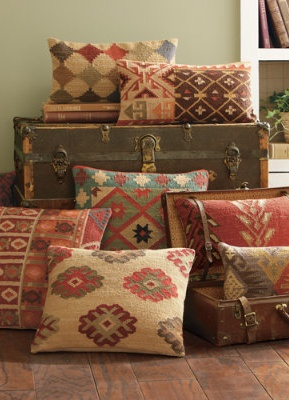 Grandin Road Accent Pillows! & Best 25+ Old pillows ideas on Pinterest | DIY upcycling jeans How ... pillowsntoast.com