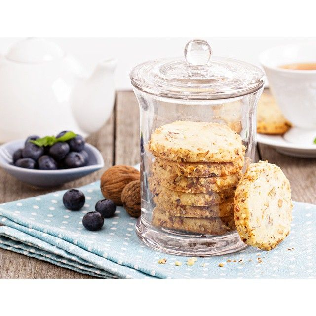 Печенье со сливочным сыром и грецкими орехами. Это печенье относится к категории Icebox cookies, тесто для него замораживается, а потом нарезается. Советую сделать сразу двойную норму, половину испечь в тот же день, а вторую половину через неделю-полторы.#неделя_печенек #тема_недели_fahrwasser