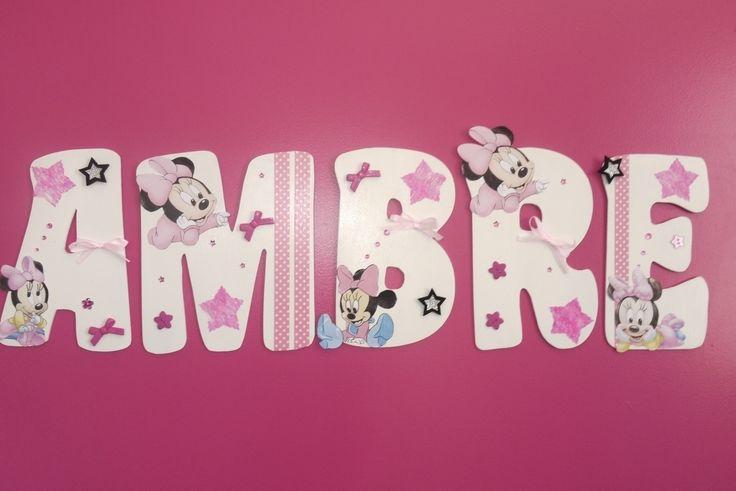 Prénom en bois peint et décoré pour poser dans une chambre rose fushia avec des touches de blanc, la maman souhaitée des baby minnie et de la déco fushia dans le thème ! nœuds, boutons, étoiles, strass, masking tape sont au rendez-vous !