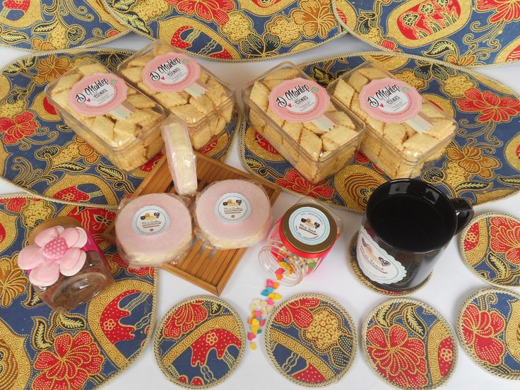 Traditional cotton candy and cookies made of sago