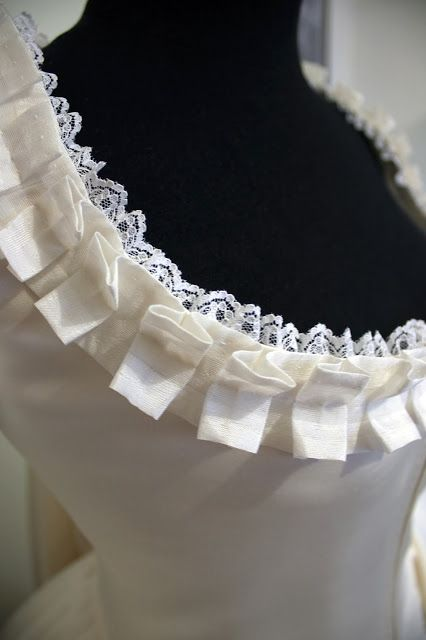 Rococo Atelier: Sneak peeking the robe à la Française