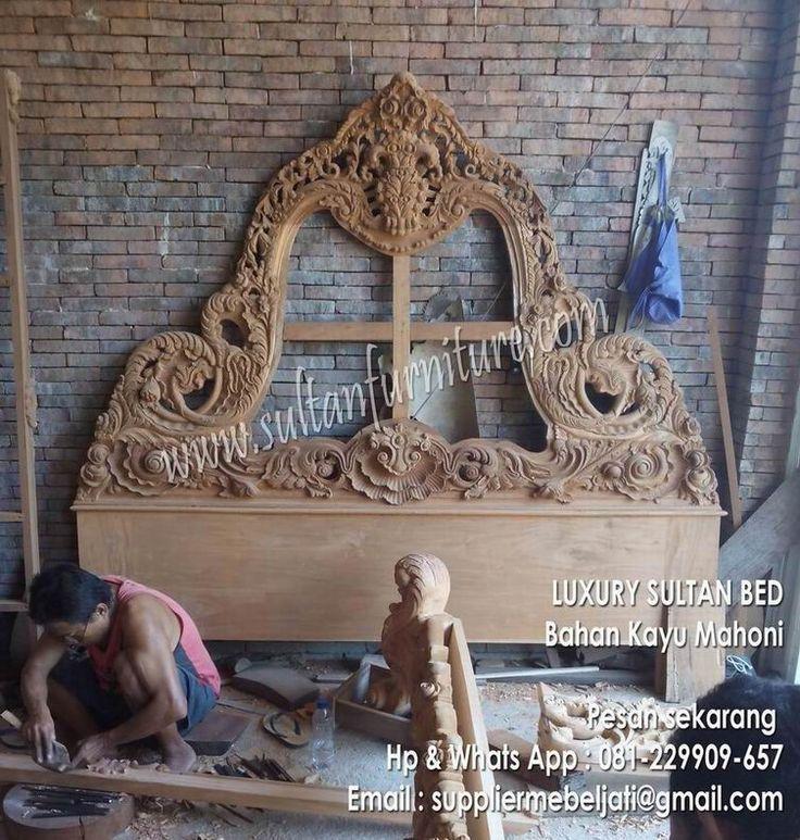 SIlahkan anda amati dan lihat dengan jelas, detail ukiran pada tempat tidur furniture klasik, dipan Sultan ini dibuat begitu cantik dan anggun. Dipan dengan konsep ukiran berat akan menghadirkan nuansa klasik nan mewah untuk ruang kamar tidur anda.