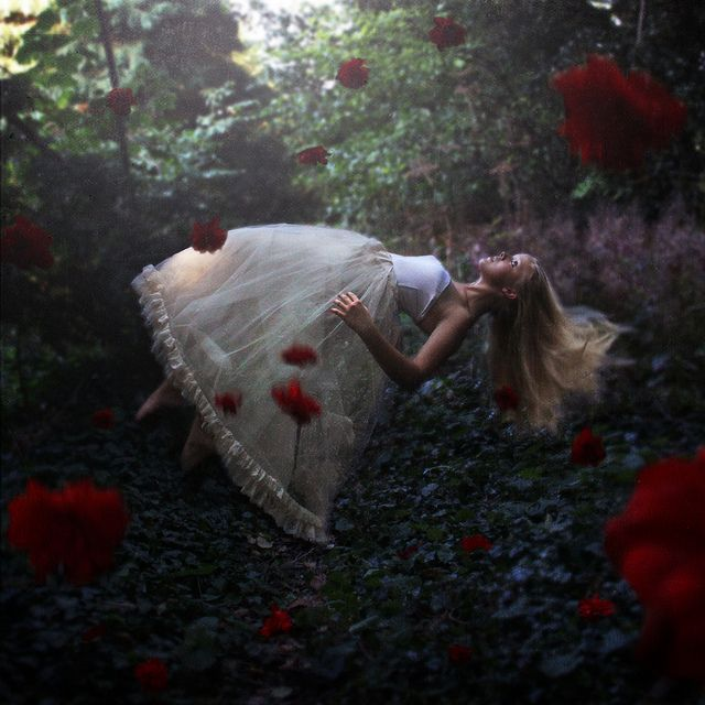 This is soooo Lilith Bloom, the main character from ROSEHEAD... Belles Dream | Flickr - Photo Sharing!