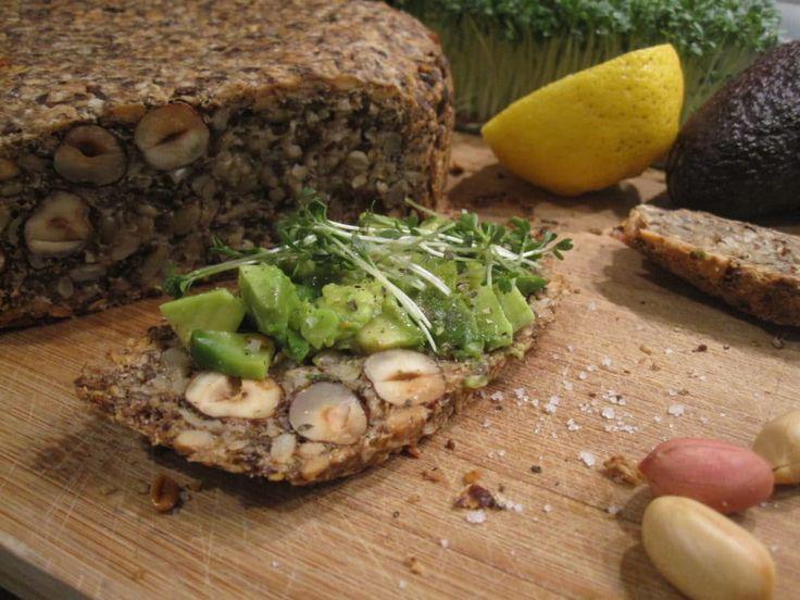 LIFE-CHANGING LOAF OF BREAD – Der Name des Brotes untertreibt nicht. Es ist so unfassbar einfach zu backen und der Geschmack ist himmlisch. Der absolute Pluspunkt sind aber die gesunden Zutaten.