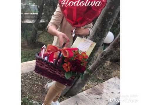 سبد گل و شکلات و بالون ولنتاین www.hodoliva.com