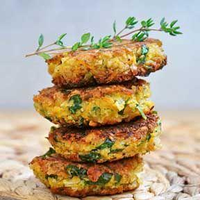 Quinoa koekjes met Feta   Quinoa Patties with Feta Cheese and Olives  Lekker, ook in de vorm van een tortilla.