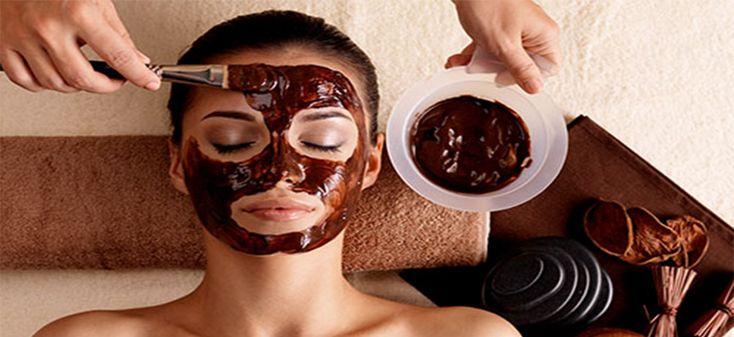Il cacao è ricco di proprietà benefiche per la pelle del viso: è idratante, è levigante e riporta alla luce il naturale colorito della pelle; inoltre, se aggiunto al caffè...
