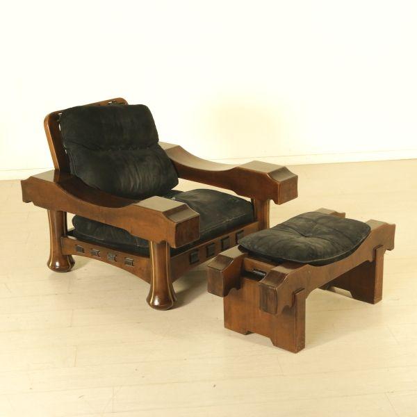 Poltrona con pouf; legno massello, inserti in ottone, cuscini in espanso, rivestimento in pelle.