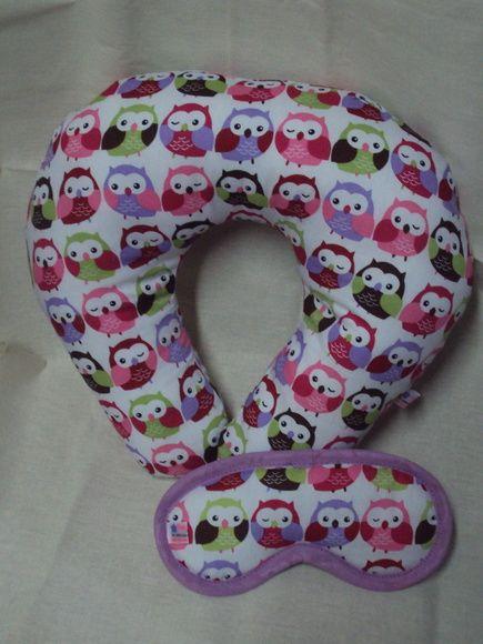 kit composto por 1 máscara com elástico regulável e 1 travesseiro para pescoço.  medida do travesseiro adulto 30 de altura por 38 de largura  infantil 25 de altura por 27 de largura R$ 29,90