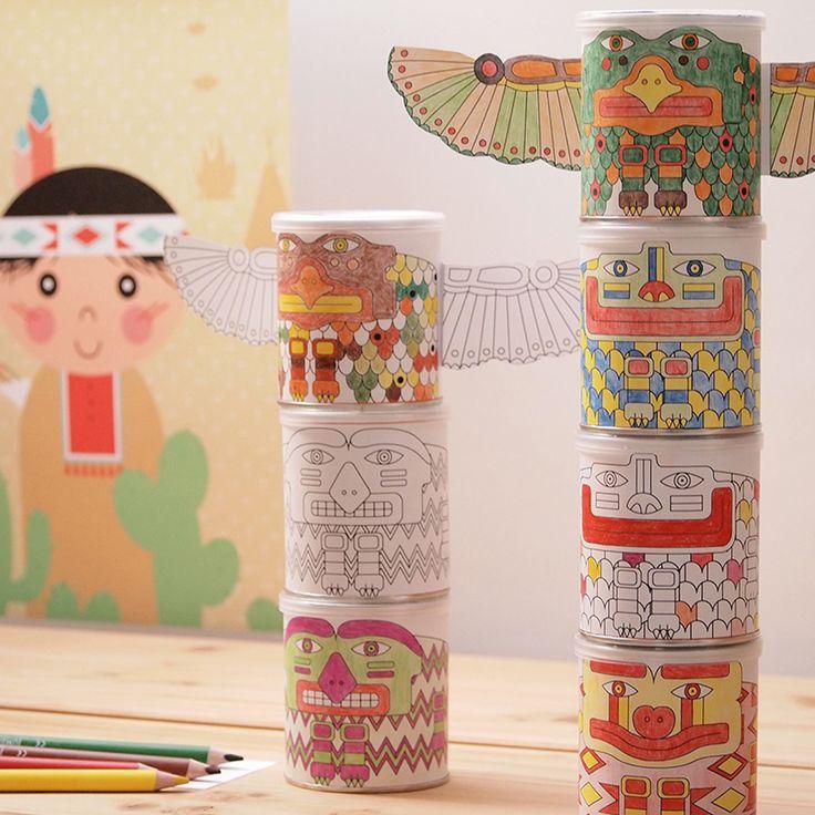 Een totempaal op een indianen(kinder)feestje maken, is dat niet leuk?! Lees hoe je deze totempaal maakt en download gratis het bestand om ze te maken.  ---  Knutselen • Papiergoedclub • Kinderfeest • gratis download • Indiaan | © Papiergoed