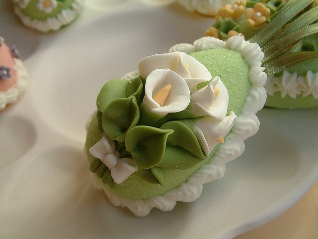 colour sugar, put it in egg moulds and decorate them with flowers for easter