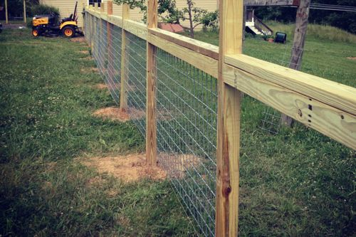 Hog Wire And Wood Fence Idea Diy Fencing Ideas