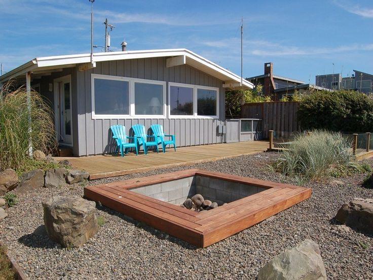 Manzanita Beach House | Small House Swoon A 875 square feet home overlooking The Pacific Ocean in Manzanita, Oregon.