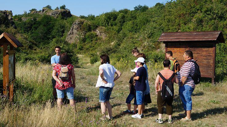 Tanösvény mutatja be a hegy vulkáni működését.