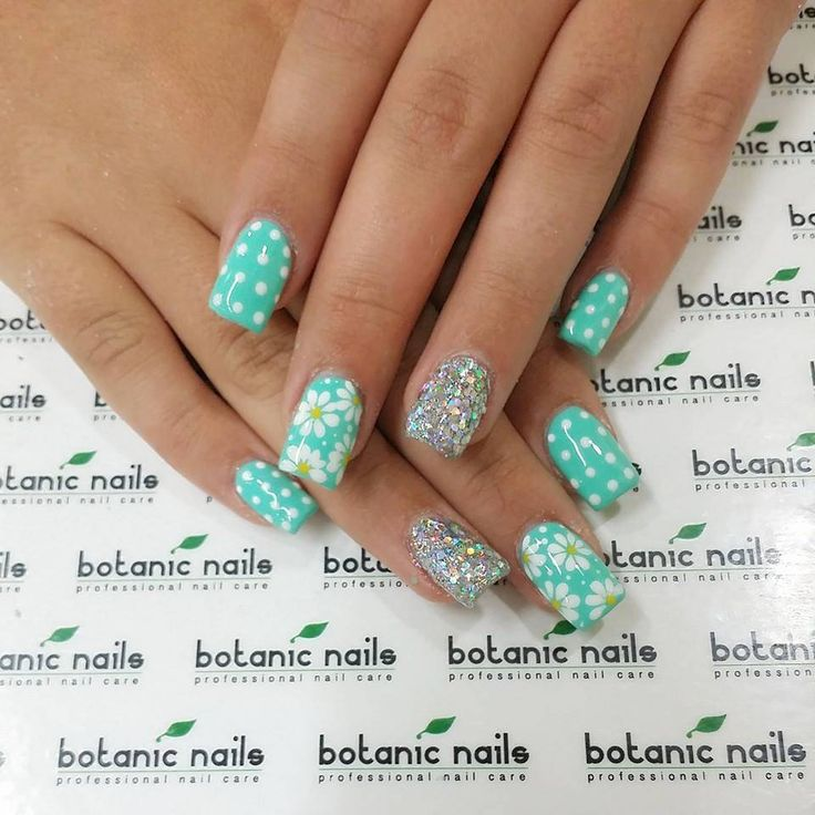 """Country life gives you so many new ideas for nail design: daisies blossom, """"fluffy"""" seeds, passing by, smell of mint ..."""