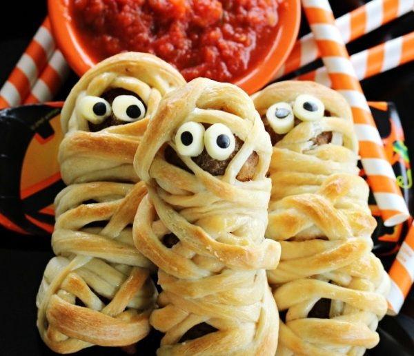 Испеките котлеты в тесте на Хеллоуин, не простые, а котлеты-мумии! И другие  кулинарные рецепты на Хеллоуин...