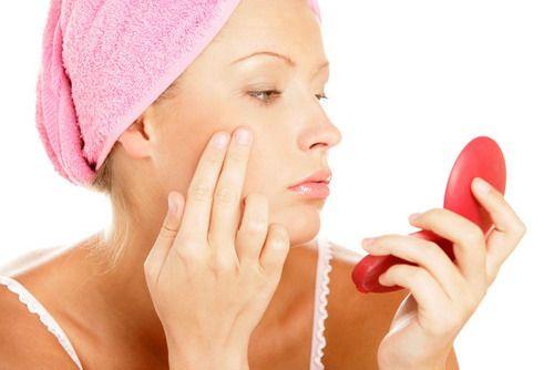 Heb je een droge huid? Doen de woorden jeuk, krassen, strak en gevoelig iets met jou? Droge huid komt niet alleen voor in de winter. Het kan de je 12 maanden van het jaar parten spelen! Er zijn zeker een aantal eenvoudige tips die je kan volgen om de pijn van een droge huid te helpen verlichten.