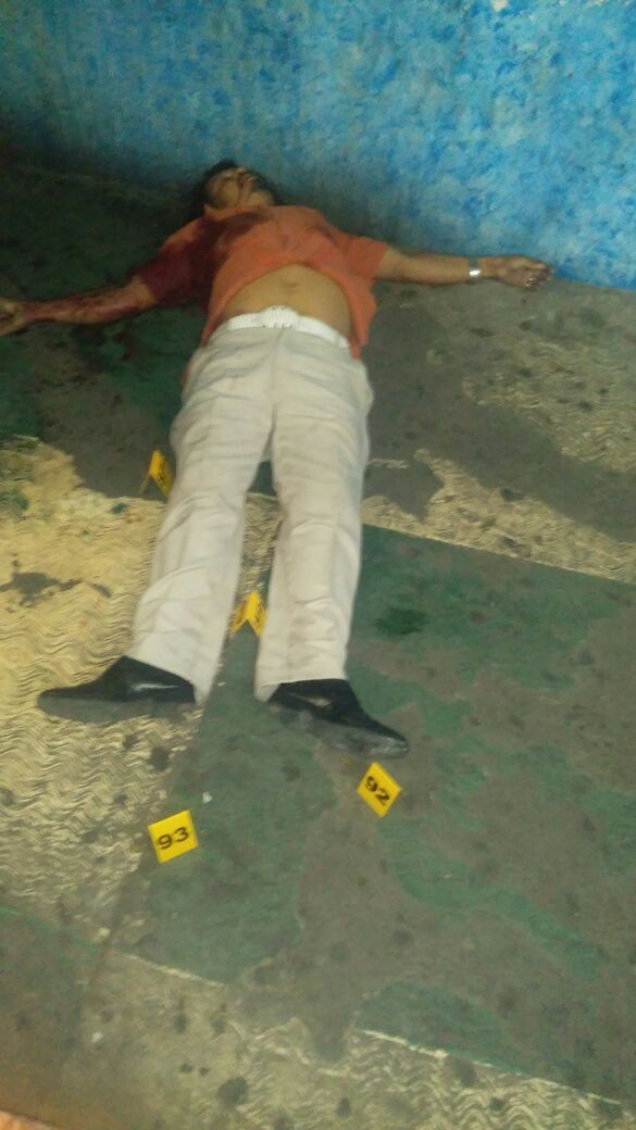 """ACAPULCO, COMANDO ARMADO EJECUTA A CLIENTE EN EL BAR """"LA PLAZA DEL BORRACHO"""" UBICADO EN DIEGO HURTADO DE MENDOZA!!!  Acapulco de Juárez Guerrero, a 27 de Noviembre de 2016.- Un saldo de por lo menos una personas muerta y un herido al resguardarse del ataque dejó la irrupción de un comando armado en..."""