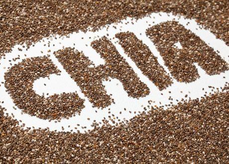 Blir 2014 chiafröets år? Fulladdat med näring, och med mer omega-3 än någon annan naturlig källa, börjar chia ta täten bland våra superlivsmedel. Men varför är chiafrön så nyttiga? Vi bad kostexperten Carolin Helt svara på det.