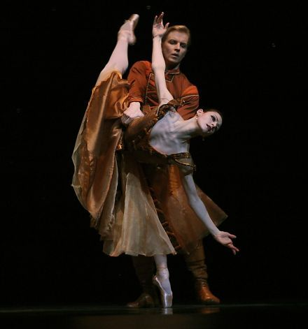 """S.F. Ballet's Sofiane Sylve (front) and Tiit Helimets in Jerome Robbins' classic """"In the Night."""" Photo: Liz Hafalia, The Chronicle"""